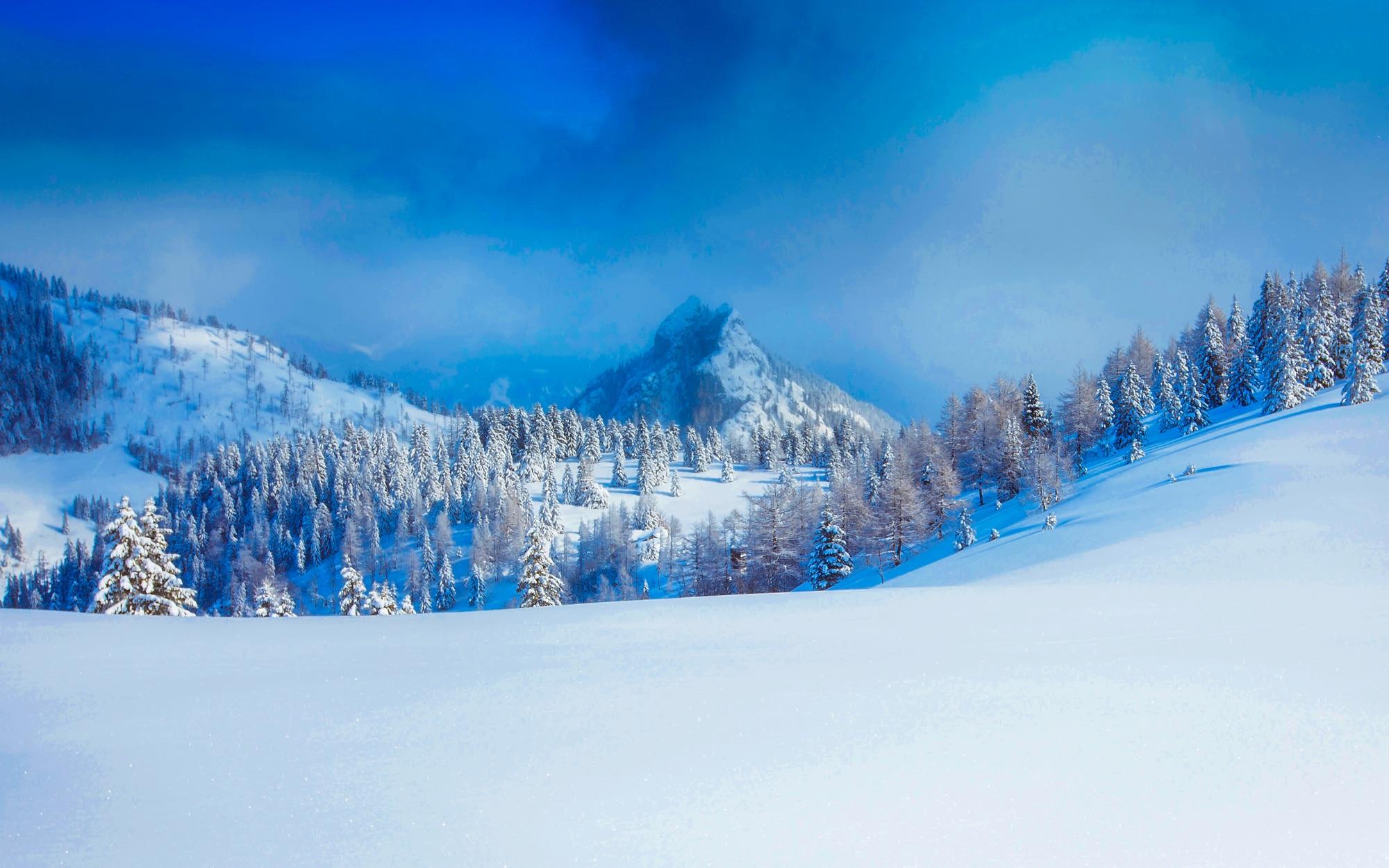 fot van besneeuwde bergtoppen